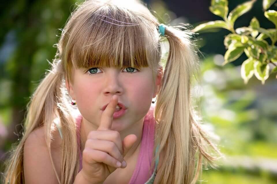 小顔になる方法や対策!顔が大きい人に即効果がある簡単舌体操!