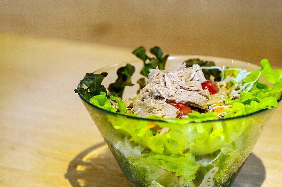 コンビニサラダは栄養が少ない!食べてもあまり意味がなく危険?