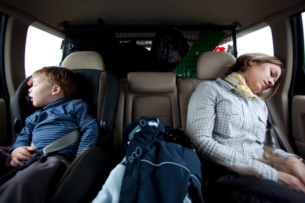 ドライブ中に彼女が寝るのは許せない?助手席で眠る女性心理!