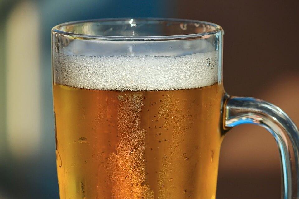 ビールを飲むとなぜ太る?理由は糖質とカロリーの多さ?